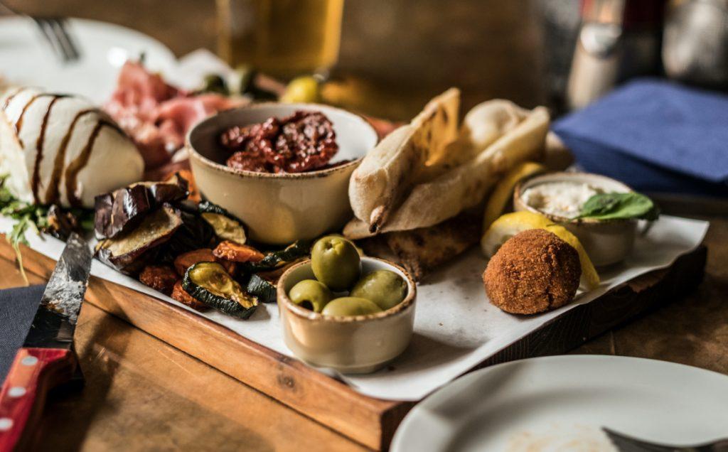 italianshot-restaurant-bar-italiener-muenchen-maxvorstadt-neapolitanische-pizza-pasta-drinks-anitpasti-slider2
